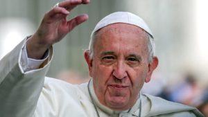 el-papa-saluda-y-abraza-calurosamente-a-50-exprostitutas-y-transexuales-en-el-vaticano